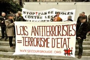 Rassemblement, le 19 février, devant le palais de justice, avant l'audience de la Chambre des Mises en accusation
